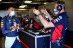 Alexander Albon und Jonathan Wheatley (Red Bull)