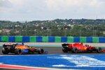 Charles Leclerc (Ferrari) und Carlos Sainz (McLaren)