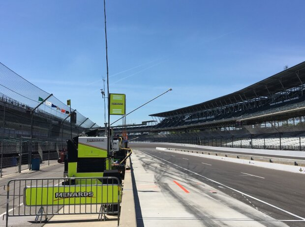 Boxengasse des Indianapolis Motor Speedway am Ruhetag vor dem Indy 500 2018
