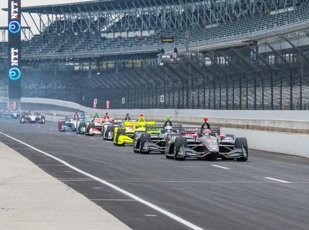 IndyCars in der Boxengasse beim Grand Prix von Indianapolis 2019