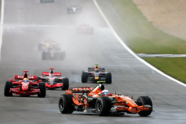 Markus Winkelhock Felipe Massa Ferrari Ferrari F1Spyker Etihad Aldar Spyker F1 Team F1 ~Markus Winkelhock und Felipe Massa ~