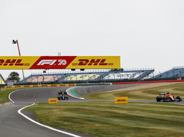 Carlos Sainz, Lewis Hamilton, Alexander Albon