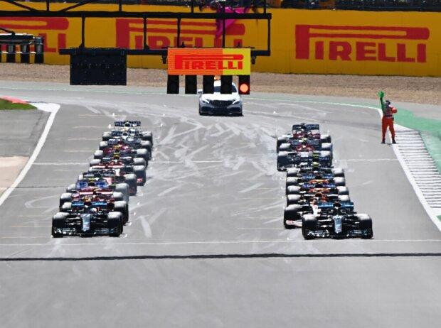 Start in Silverstone 2020: Lewis Hamilton, Valtteri Bottas