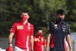 Charles Leclerc (Ferrari) und Alexander Albon (Red Bull)