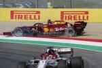 Kimi Räikkönen (Alfa Romeo) und Charles Leclerc (Ferrari)