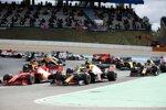 Charles Leclerc (Ferrari), Max Verstappen (Red Bull), Daniel Ricciardo (Renault) und Esteban Ocon (Renault)