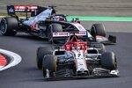 Kimi Räikkönen (Alfa Romeo) und Romain Grosjean (Haas)