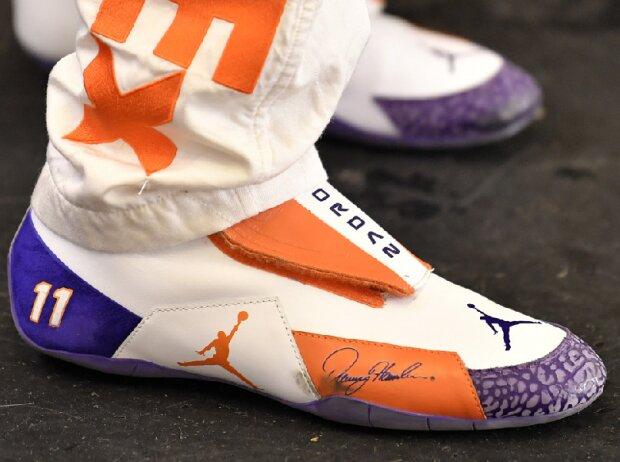 """Jumpman-Logo von Michael """"Air"""" Jordan auf den Schuhen von Denny Hamlin"""