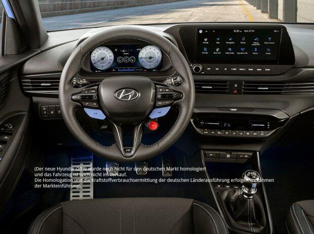 Das Cockpit des Hyundai i20 N 2020, zentrale Draufsicht mit dem Lenkrad in der Mitte.