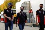 Max Verstappen (Red Bull), Christian Horner und Alexander Albon (Red Bull)