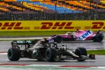 Valtteri Bottas (Mercedes) und Sergio Perez (Racing Point)