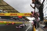 Sergio Perez (Racing Point) und Sebastian Vettel (Ferrari)