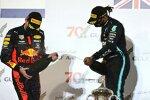 Alexander Albon (Red Bull) und Lewis Hamilton (Mercedes)