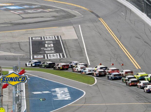 Restart auf dem Daytona-Rundkurs: Chase Elliott führt