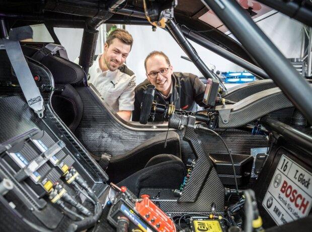 Dateningenieure von Bosch am DTM-Auto von Timo Glock