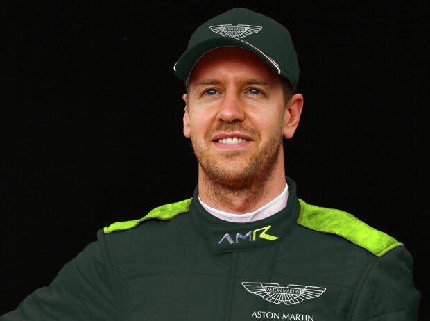 Sebastian Vettel im möglichen Outfit von Aston Martin 2021 (Fotomontage)