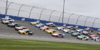 Pace-Laps in Five-Wide-Formation in Fontana