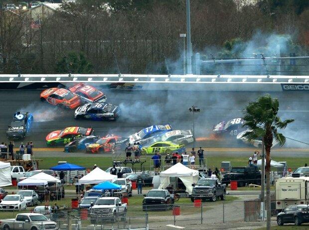 Big One: Massencrash beim Daytona 500 des Jahres 2021