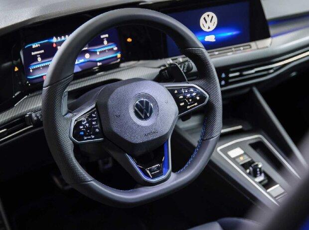 Das Cockpit des VW Golf R Fünftürer