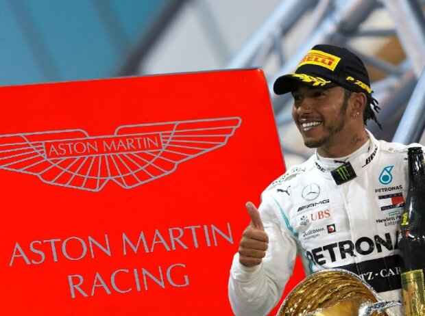 Lewis Hamilton mit Aston-Martin-Logo