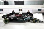 Mercedes W12 mit Lewis Hamilton, Toto Wolff und Valtteri Bottas (v.l.)