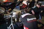 Die Barni-Mechaniker arbeiten an Tito Rabats Ducati