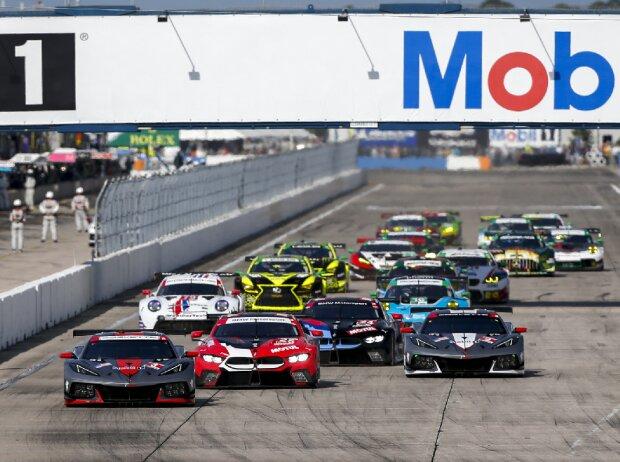 Start der GT-Klassen zu den 12h Sebring 2021