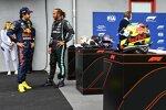 Sergio Perez (Red Bull) und Lewis Hamilton (Mercedes)