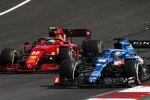 Fernando Alonso (Alpine) und Carlos Sainz (Ferrari)