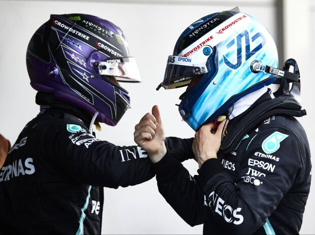 Lewis Hamilton und Valtteri Bottas beim Grand Prix von Spanien in Barcelona 2021 im Parc ferme