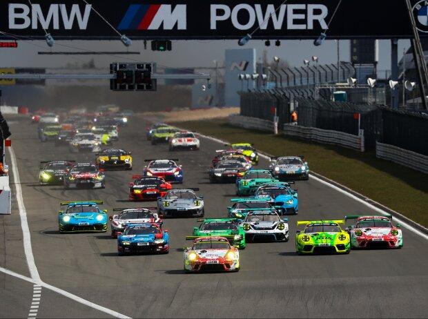 Start eines NLS-Rennens auf dem Nürburgring