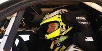 Jenson Button sitzt im Einsatzfahrzeug der Extreme E
