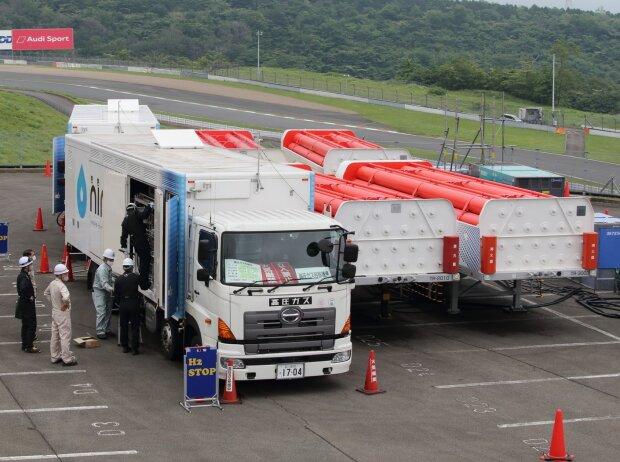 Toyota Wasserstofftankstelle bei den 24h Fuji