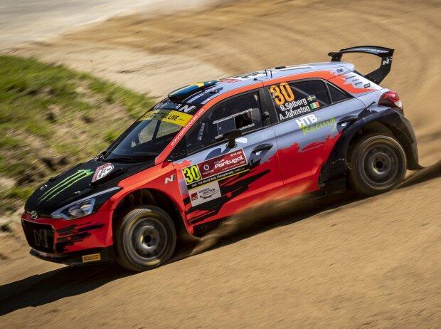 Oliver Solberg im Hyundai i20 N Rally2 bei der Rallye Portugal 2021