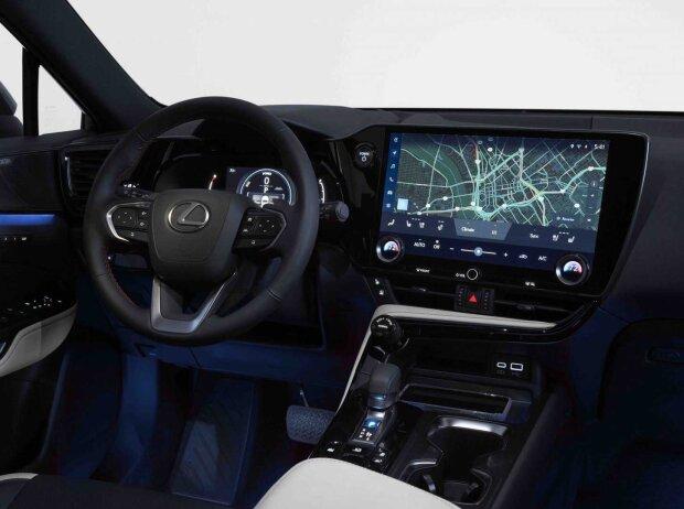 Lexus NX (2022)
