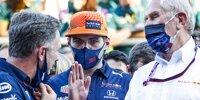 Christian Horner, Helmut Marko und Max Verstappen feiern den Sieg von Sergio Perez beim Grand Prix von Aserbaidschan in Baku 2021 im Parc ferme