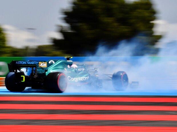Sebastian Vettel fliegt ab im Freien Training zum Frankreich-Grand-Prix 2021 in Le Castellet