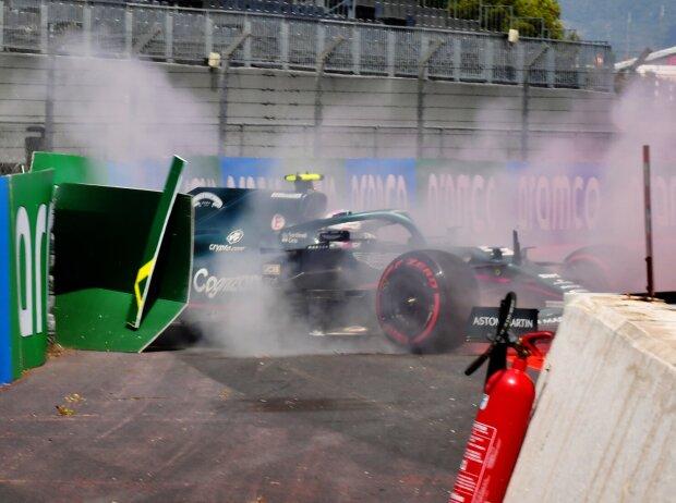 Sebastian Vettel beim Einschlag in die Banden im Freitagstraining zum Frankreich-Grand-Prix 2021 in Le Castellet