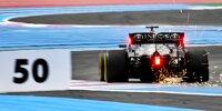 Lewis Hamilton und das 50-Meter-Schild in Le Castellet