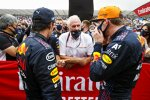 Sergio Perez (Red Bull), Helmut Marko und Max Verstappen (Red Bull)
