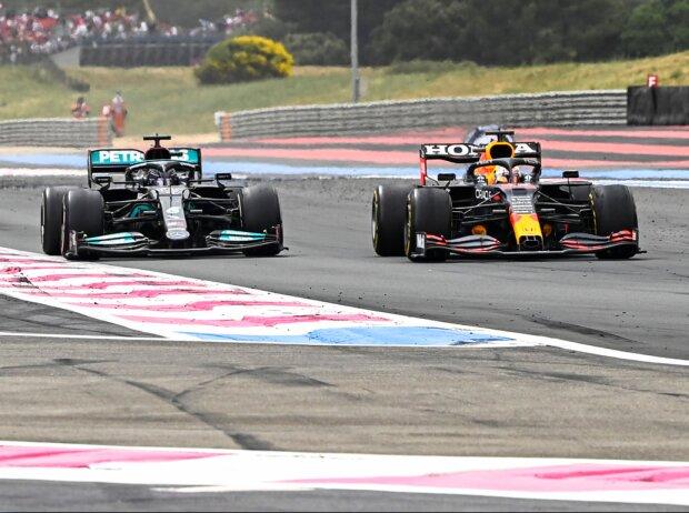 Max Verstappen überholt Lewis Hamilton beim Grand Prix von Frankreich in Le Castellet (Circuit Paul Ricard) 2021