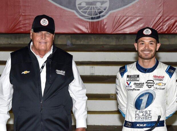 Kyle Larson mit Teambesitzer Rick Hendrick