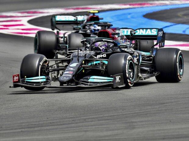 Lewis Hamilton vor Valtteri Bottas (Mercedes) beim Grand Prix von Frankreich in Le Castellet (Circuit Paul Ricard) 2021