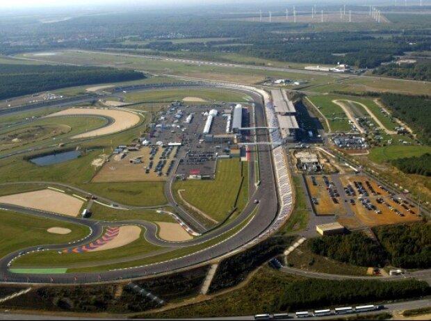 Der Lausitzring verfügt über drei Steilkurven.