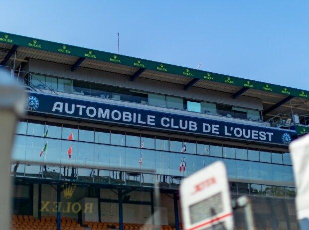 Schriftzug: Automobile Club de l'Ouest
