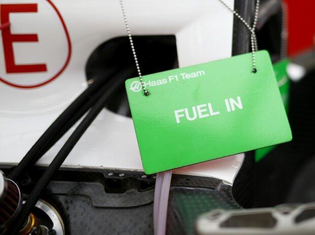 """Fuel in""-Schild"