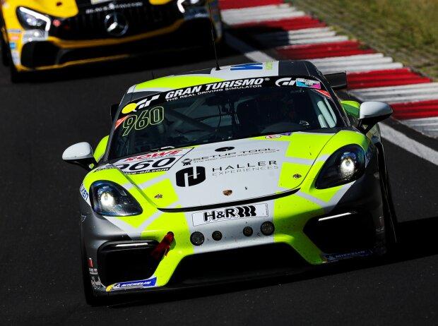 Porsche Cayman GT4 beim Rennen der Nürburgring-Langstrecken-Serie