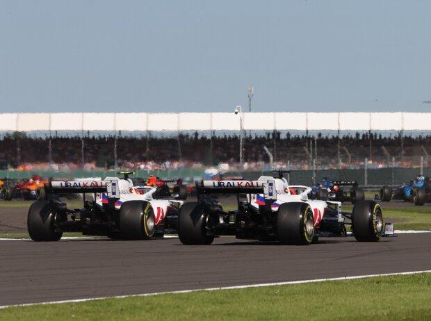 Die Haas von Mick Schumacher und Nikita Masepin im Formel-1-Sprint von Silverstone