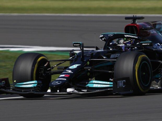Lewis Hamilton im Mercedes W12 beim Grand Prix von Großbritannien der Formel 1 2021 in Silverstone in England