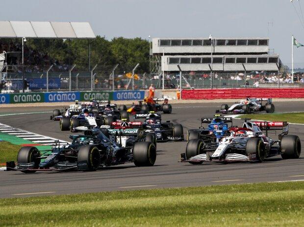 Lance Stroll, Kimi Räikkönen, Antonio Giovinazzi: Formel-1-Startphase beim Grand Prix von Großbritannien 2021 in Silverstone in England